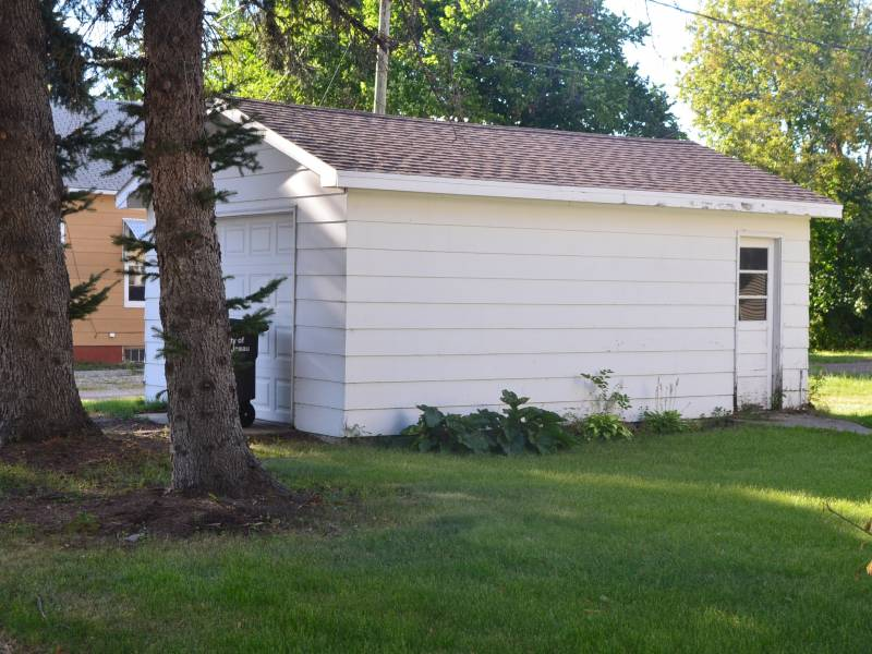622 Thompson Street,Bottineau,North Dakota 58318,3 Bedrooms Bedrooms,2 BathroomsBathrooms,Land,Thompson Street,1176