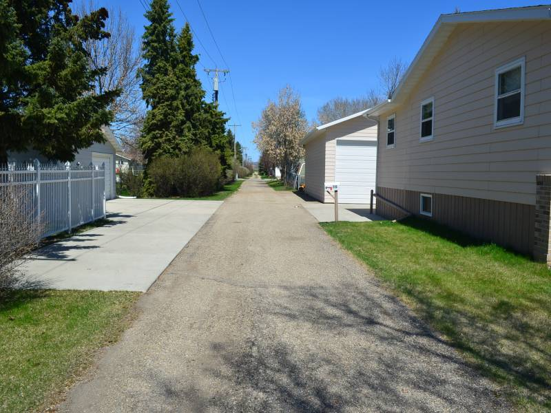 715 8th Street East,Bottineau,North Dakota 58318,4 Bedrooms Bedrooms,3 BathroomsBathrooms,Residental,8th Street East,1221