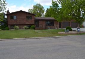 1306 Thompson Street,Bottineau,North Dakota 58318,5 Bedrooms Bedrooms,2.5 BathroomsBathrooms,Residental,Thompson Street,1229
