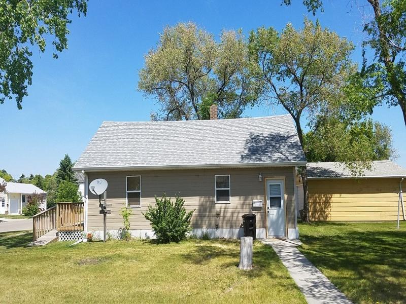 221 Ohmer Street,Bottineau,North Dakota 58318,2 Bedrooms Bedrooms,1 BathroomBathrooms,Residental,Ohmer Street,1235