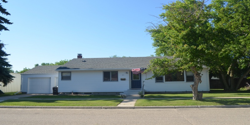215 4th Street West,Bottineau,North Dakota 58318,2 Bedrooms Bedrooms,1 BathroomBathrooms,Residental,4th Street West,1359