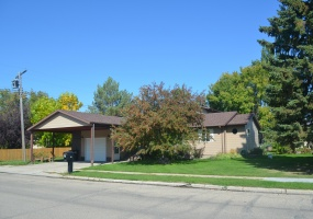 617 5th St E,Bottineau,North Dakota 58318,3 Bedrooms Bedrooms,3 BathroomsBathrooms,Residental,5th St E,1373