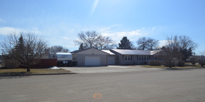 308 1st Street East,Bottineau,North Dakota 58318,3 Bedrooms Bedrooms,2 BathroomsBathrooms,Residental,1st Street East,1401