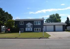 1305 Thompson Street,Bottineau,North Dakota 58318,3 Bedrooms Bedrooms,2 BathroomsBathrooms,Land,Thompson Street,1072